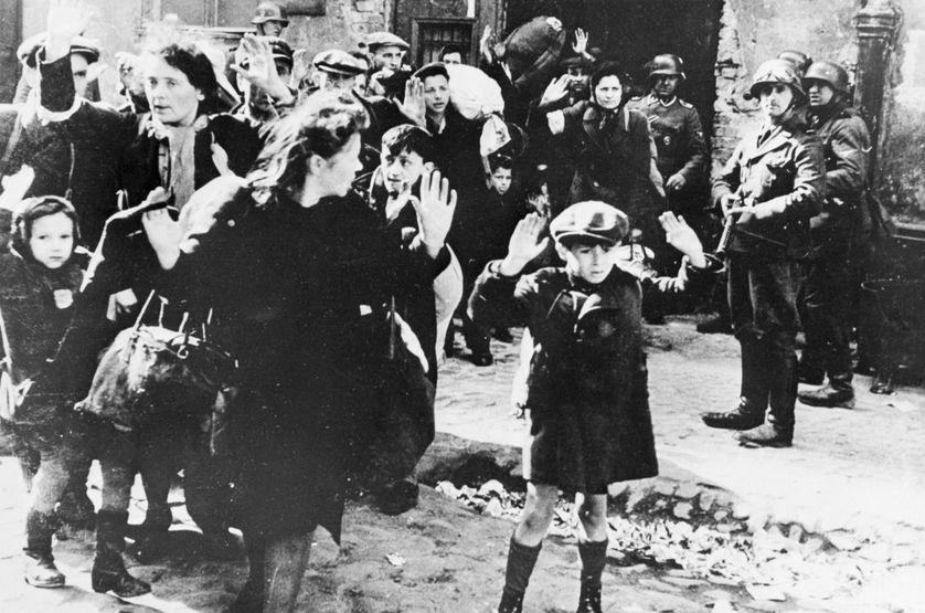 """FRANCE CULTURE SÉRIE""""Ils étaient vingt et cent, ils étaient des milliers…"""" 75e anniversaire de la libération des camps (4 épisodes) Épisode 2 : Etudier et enseigner la Shoah, un défi sans cesse renouvelé /Jean-Charles SZUREK"""